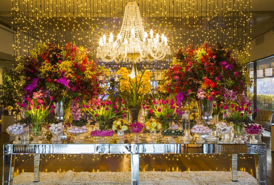 Decoração com Flores Festa de 15 Anos Trio Pérgola Vila Olímpia