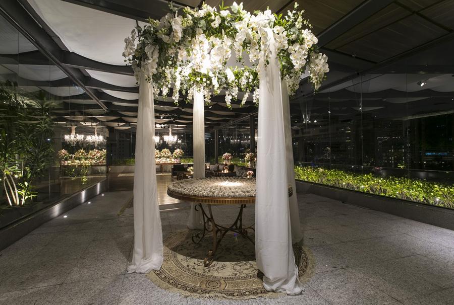 Decoração Aérea com Flores Mesa de Bem-casado Trio Pérgola