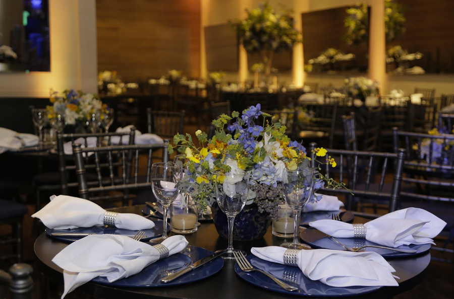 Decoração de mesa tons de azul PP Monti Trio Vila Olímpia
