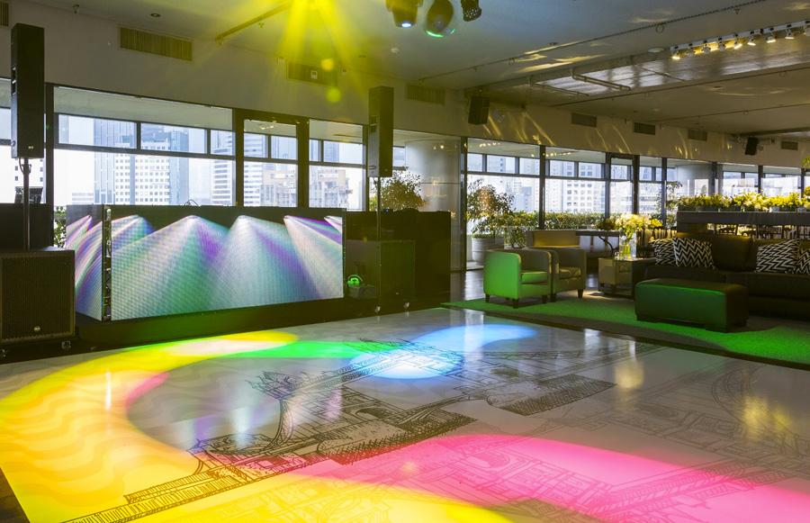 Pista de dança personalizada e projeção mapeada evento corporativo Trio Pérgola